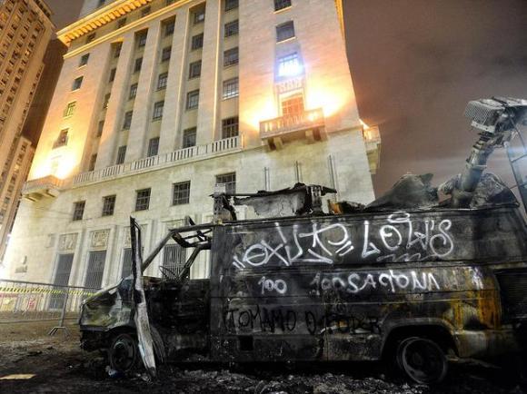 Prefeitura de Sampa depois das manifestações de ontem...